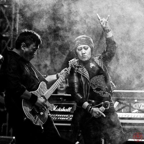 Galuh On The Rock w/ @melshandymel Musician Musicindonesia Music Musisi Musik Band Bands Guitar Guitarist Gitaris Galuhontherock Ciamis Concert Konsermusik Stage Stagephotography Photography Tasik Musicconcert Galuh Allblackcommunity Bnw Bw_lover Bnw_captures Rockstar rocklegend