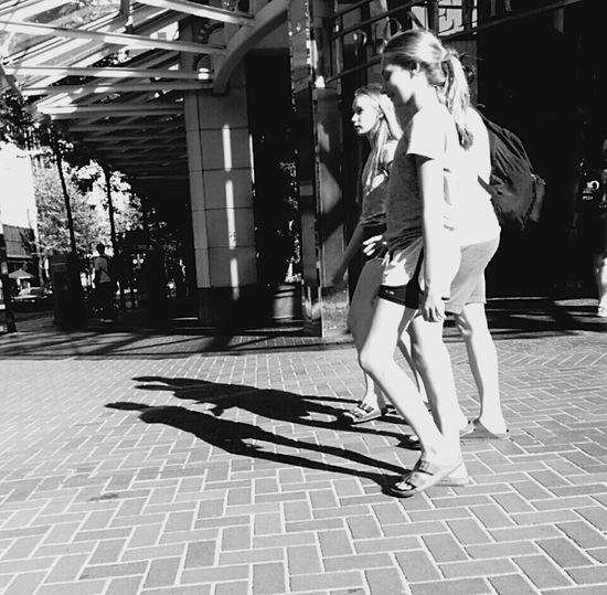 Shadowgirls Black And White Schwarzweiß Shadows Schatten Svartvitt Portland Summer Shadow And Light Schatten Und Licht 🌾 Sommer Sommar Street Photography Pioneer Square Shadow Photography