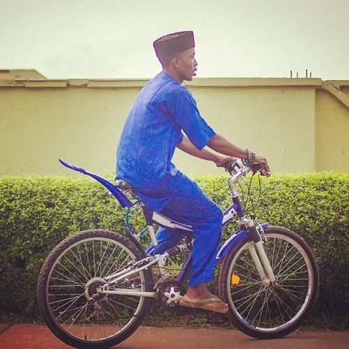 Making the Monday Morning Blues obvious! Mondaymorningblues Lagos Lagosnigeria Nigeria nigerian lookslikelagos blue africa streetphotography cycle naija