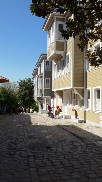 Soğuk Çesme Sokağı/ Sultanahmet/İstanbul Architecture Built Structure Tree Day Outdoors Sitting People Sky City Istanbul Turkey Green And Blue House