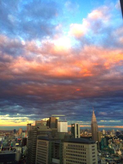 軽く休憩でもするか〜と思って休憩室行ったら、外が凄い事になってたよ。 Clouds And Sky Sky Shinjyuku Sky 新宿パークタワー