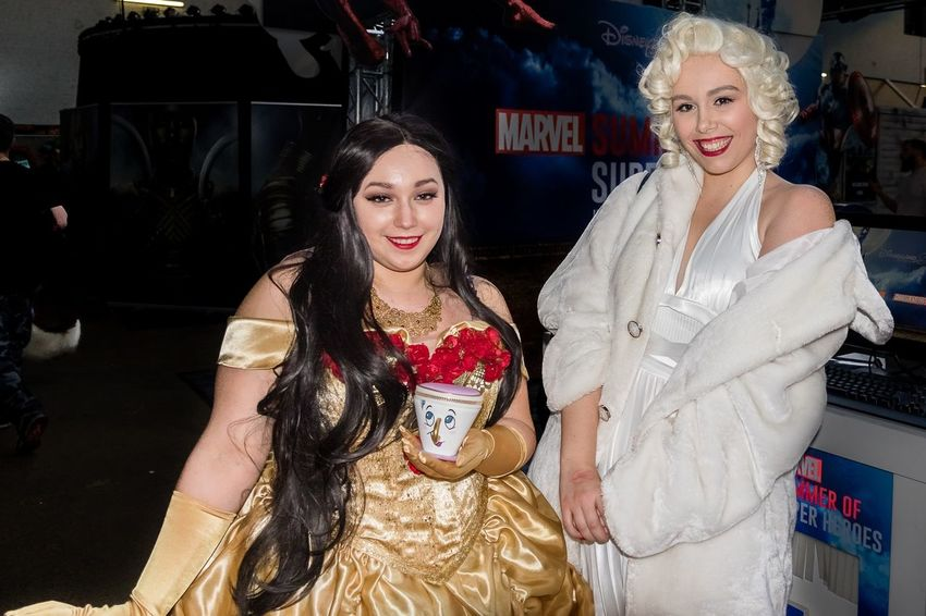 2018 Beauty And The Beast Bruxelles Cosplay Comiccon Costumes Fancy Dress Competition Marylin Monroe Smiling Standing Tour Et Taxis