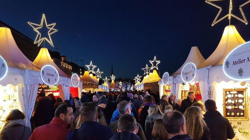 Weihnachtsmarkt Christmas Market Crowded