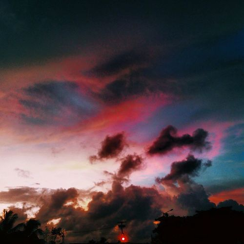 Paint the sky, make it yours. Vscocam Vscophile Vscogrid Everywherevsco Framedeuphoria Thesimilarthree Boundlesskies Beautifulskyseries