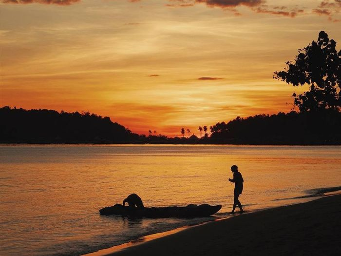 Koh Chang Island Relaxing Enjoying Life Landscape Hello World Beach Thailand Sunset Koh Chang Island Relaxing Enjoying Life Landscape Hello World Beach Thailand Sunset Sky Silhouette Nature Cloud - Sky Beauty In Nature Orange Color Lifestyles Leisure Activity Outdoors Sea Scenics - Nature Water