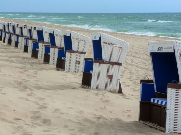 Still gestanden! Haltung bewahren! ... Beach View On The Beach Eye For Details Check This Out Beach Chairs Beachtime Beach Beach Photography Beach Life Sylt, Germany Sylt Strand Sylt 2016 Colour Of Life Beautifully Organized Waiting Game