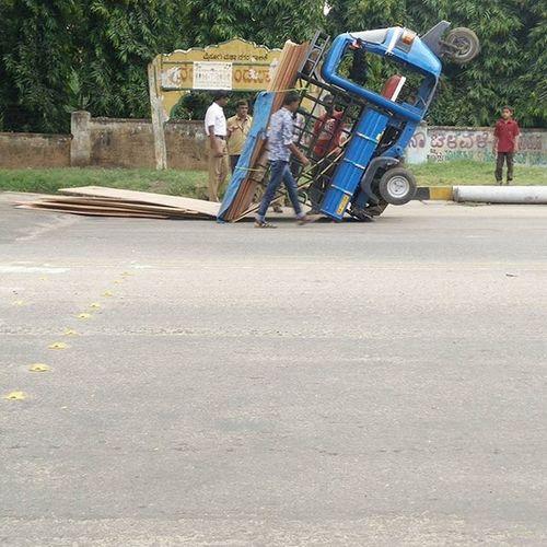 This happens only in india overloaded auto wheelie 😂😂😂 Crazymysore Autodrivers Autorickshaw Mysoremerijaan 😍😍😍