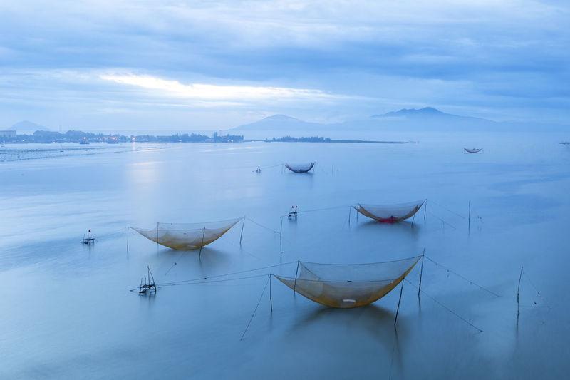 những chiếc lưới đánh bắt cá trên biển Cua Dai Beach Hoi An, Vietnam First Eyeem Photo