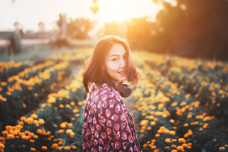 Enjoy your sunday. Celebration Happiness Holiday Life Light Live for the Story Autumn Beautiful Woman Beauty Beauty In Nature Bokeh Focus On Foreground Lifestyles Light And Shadow Long Hair Nature Outdoors People Sky Standing Sunlight Sunset Tree Vintage Young Women