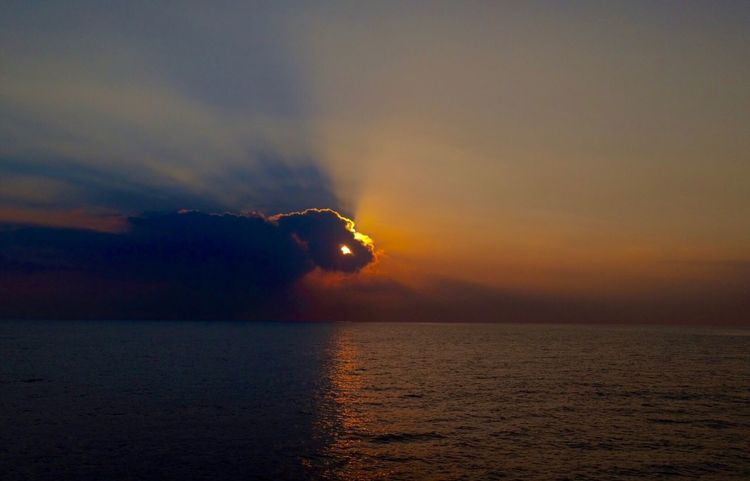 Hand of God (SOOC) Divine Sunset Sea Sky Horizon Over Water Scenics Water Cloud - Sky Beauty In Nature Nature Tranquil Scene Tranquility Outdoors Sun No People Sundown Landscape Hawaii Sidelight Rimlight Rim Lighting Molokai Lanai Sunset_collection Sunsets Been There.