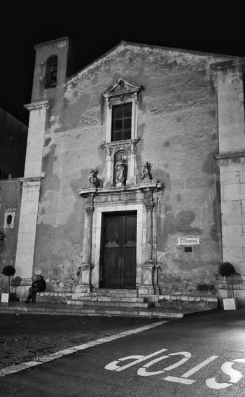 Stop Architecture Building Exterior Built Structure Door No People Outdoors Day Old Buildings Sicilian Streets Sicily,italy Church Architecture Churchyard Black And White Blackandwhite Photography Sicilianjourney Sicilia