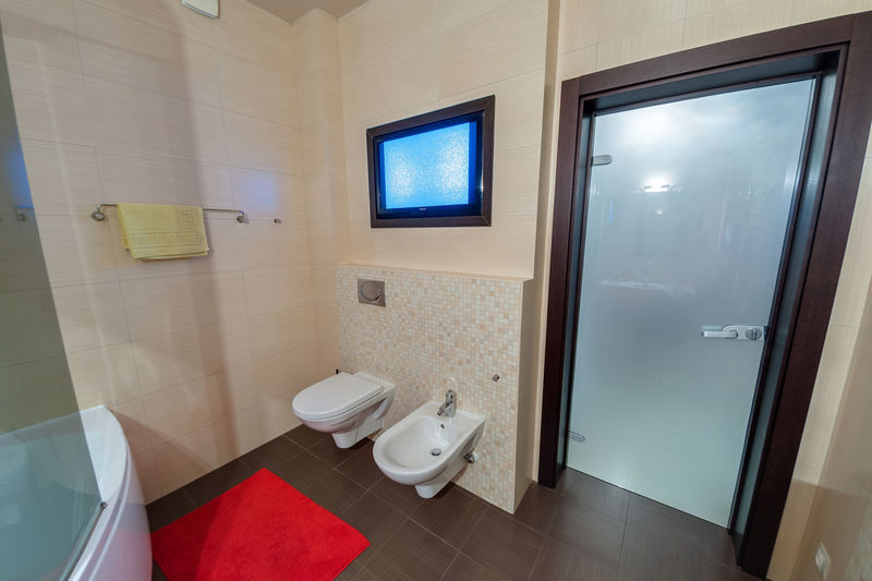 Bathroom Toilet Indoors  Flooring Domestic Room Domestic Bathroom Home Toilet Bowl Home Interior Tile Modern No People Luxury Tiled Floor Wealth Household Equipment Home Showcase Interior Absence Window Elégance Ceiling