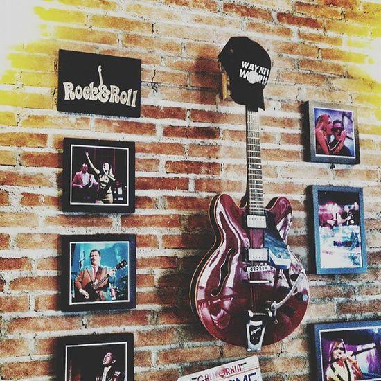 Hoje é dia de rock, bebê. Rock Guitar Music Soundtrack Movies Bar Instagood