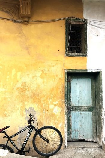 Bicycle leaning against window