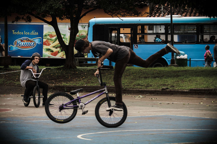 doing it in the park Basketball Court Costa Rica Heredia, Costa Rica Barva Walking Around Walking Around Taking Pictures Streetphotography Outdoors City Full Length Sport Sportsman Bicycle Men Headwear Bmx Cycling Cycling