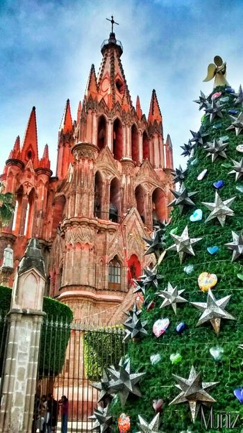San Miguel De Allende Catholic Church Old Church Christmas Decorations Christmas Tree Christmastime Christmastree Christmas Time Christmas Around The World Christchurch Guanajuato, México Mi Mexico Mexico_maravilloso Mexico Mexicolors Mexico De Mis Amores Mexicolindo Mexicotradicion Mexicomaravilloso Mexicocolors