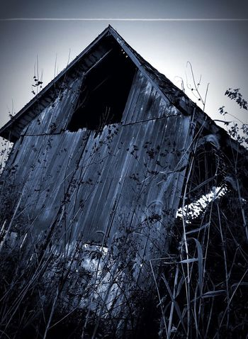 Alone At A Barn Low Angle View Building Exterior Abandoned Broken Outdoors Creepy The Great Outdoors With Adobe Shot By IPhone Shadows & Lights Darkness And Light Shot On IPhone Found On The Roll