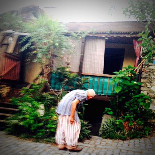 Old But Awesome Old House Old Man Check This Out Liveoutdoors Everyday Lives Familiy Home Culture