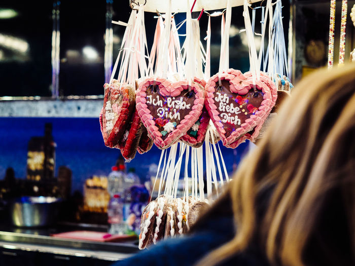 Hamburger Dom - Lebkuchenherzen Funfair Hearts Heartshape Hanging Food And Drink Retail  Food Market Freshness Business Focus On Foreground Close-up Choice Selective Focus Indoors  Real People For Sale Incidental People Market Stall Adult Day One Person Retail Display Consumerism