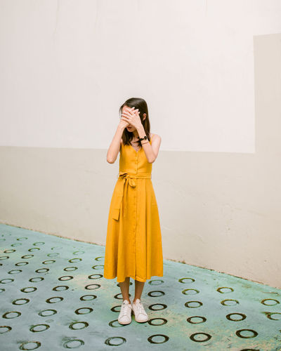 color blocking Turquoise Colors Color Portrait Color Block Minimalism Minimalism One Person Only Women Full Length Mid Adult One Woman Only Yellow Mid Adult Women Standing People One Young Woman Only Fresh On Market 2018 The Graphic City Colour Your Horizn