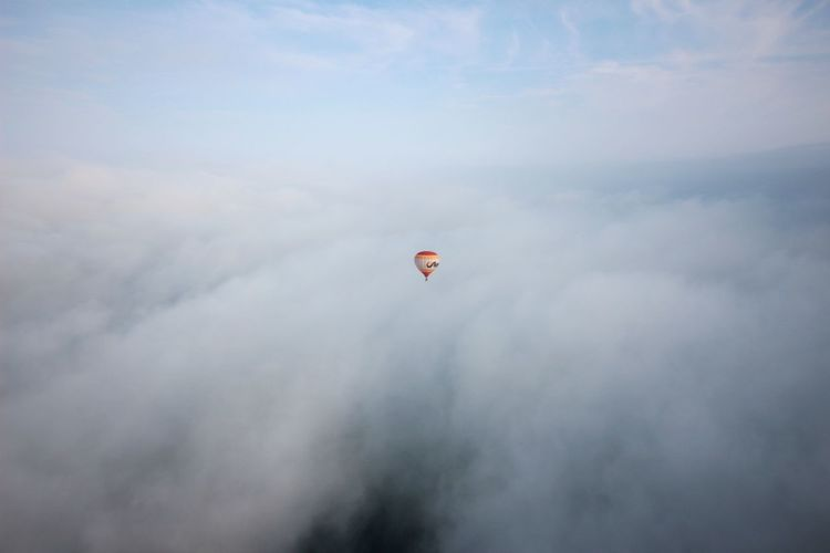 Hot Air Ballooning Hotairballoon Hot-air Balloon Clouds And Sky Clouds Cloud White Clouds View View From Above Stratosphere Above The Clouds From Above  Sky Sky And Clouds Blue Sky And Clouds Blue Sky Aeronautics Air Vehicle Bright Spot Spot Colorful Flying Multi Colored Hot Air Balloon Mid-air Full Length Sky Cloud - Sky Fly Airshow The Great Outdoors - 2018 EyeEm Awards The Traveler - 2018 EyeEm Awards