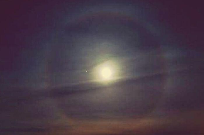 Night Sky Moon Scenics Outdoors Illuminated Ring Around The Moon Chemicalsky Chemtrails Whatthefuckaretheyspraying GeoEngineering Chemical Sky
