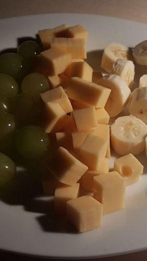 Foodphotography No People bananen Trauben käse