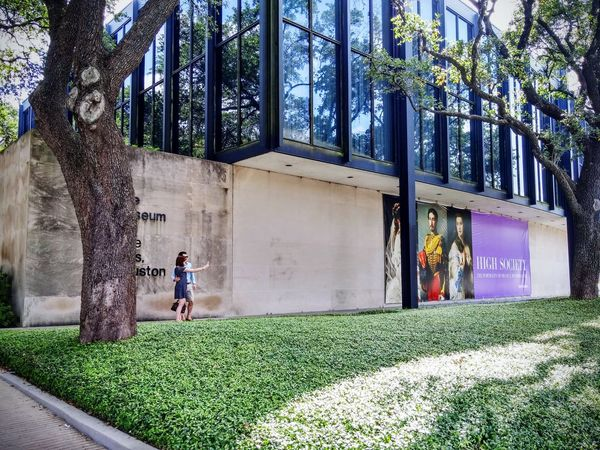 Mfahouston MFAH Mies Van Der Rohe was the Architecture that designed the new wing at the museum in Houston, Texas. Architecturelovers Archdaily Architectureporn Architettura Architecture Photography Archtype Archtecturalphotography ArchiTexture Bestarchitecture Classicdesign