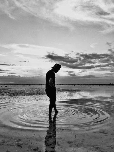 solo traveller Beach One Person Sea Cloud - Sky Reflection Sand Outdoors Horizon Over Water Water Nature Phone Photography Welcome To Black The Great Outdoors - 2017 EyeEm Awards