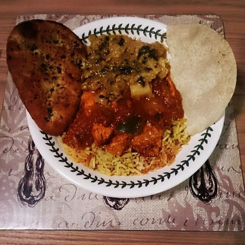 Curry Night. ? Jalfrezi Masala Saagaloo Naan poppadom