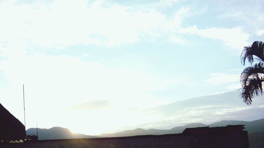 Não importa a cor do céu, quem faz o dia bonito é você!☀ Bom Dia!😘 Domingão Praia&Sol SQN 👊😭