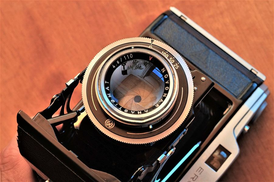 Observer`s view - Im Auge des Betrachters Camera`s Eye Bellows Coated Eye Eye Of Camera Lens Old Lens Photographic Equipment Photography Themes Technology Vintage Vintage Camera Vintage Photo