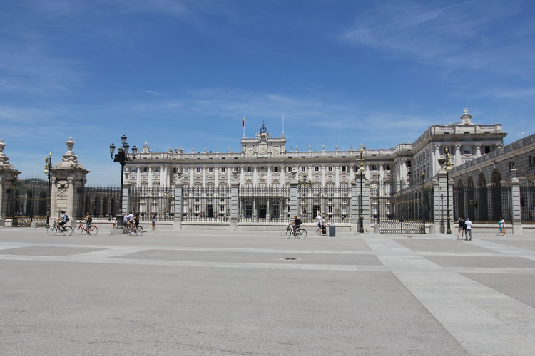 Well it was hot in Madrid! But still a great city to travel to. This is the Royal palace in Madrid. King KingsPalace Madrid Monarchy Palacio Real Palacio Real De Madrid SPAIN Sightseeing Sightseeing Spot Travel Architecture Built Structure City History Outdoors Palace Tourism Travel Travel Destinations