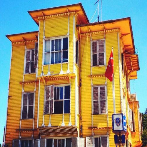 Lemon By Motorola Yellow House Old House Istanbul Turkey Throughmyeyes Pictureoftheday Fotografia