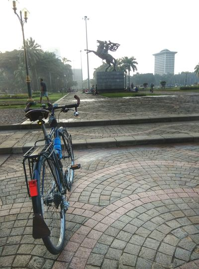 Good Morning Chasingthesun Cycling Cycling Around Bicycle Statue Enjoying Life Enjoy Every Miles Bicycleride