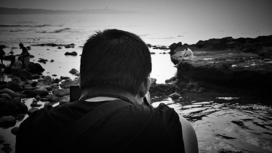 2018/6/10 速寫朋友 於石門洞 Friendship Friend Taiwan Bw Bw_lover BW_photography B&w Photo B&w Bw Photography B&w Photography Bwphotography Men Beach Water Sea Headshot Standing Rear View Sky Close-up Holiday Moments EyeEmNewHere