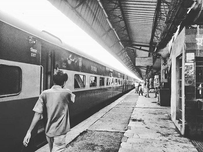 Railway Platform Nikon Nikond3200 Nikonusa Nikoncanada Dslrphotography Outdoorphotography Railway Platform RailwayPlatform Indianrailways India IndiaLove Love TBT  Instagood Photoofthedays Dslrphotography Outdoorphotomag Shutyouraperutre People Lifestyle Indian