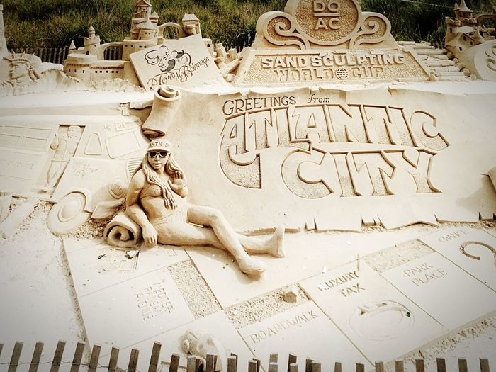 Atlantic city. Summer goodtimes playing in the sand