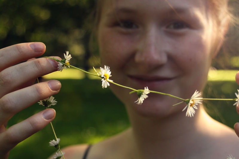 Saskia's daisychain British Bucolic Close-up Daisies Daisychain Day Essence Of Summer Flower Focus On Foreground Fragility Freshness Holding Human Hand Leisure Activity Friendship Live For The Story Love Outdoors Park Plant Real People Summer Young Women Crafted Beauty