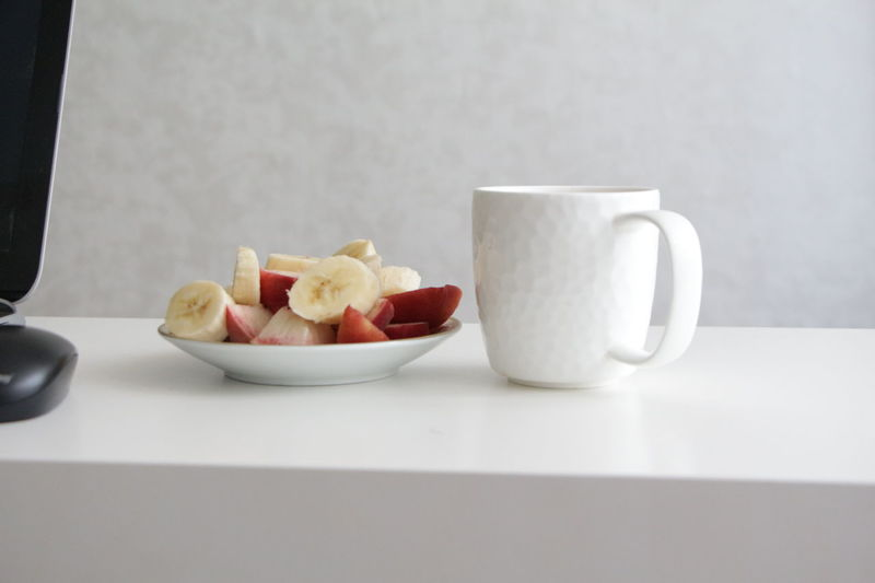 Banana Computer Cup Of Coffee Cup Of Tea Food And Drink Freshness Fruit Fruitporn Healthy Eating Indoors  Notebook Peach Pieces Of Fruit Serving Size Table Tea Time Tea Time For The Soul Tea Time! Total White Vegetarian Food White Background White Big Cu White Cup White Dishes White Surface