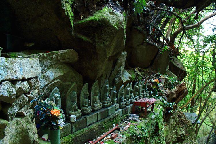 Jizo 玉名、仁王ヶ滝(niougataki) Jizo Rock - Object Nature Outdoors Day Tree EyeEmArt EyeEm Selects EyeEm Best Shots Canon Canonphotography Close-up お地蔵さん 写真 Japan 熊本 Mt. 日本の風景