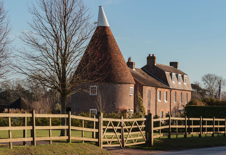Oast House, Lady Down Farm ,Preston, Kent Hops Beer Brewing Drying Travel Destinations Tourism Garden Of England Christmas Decorations Architecture Countryside Rural Scene Tranquil Scene Chocolate Box Built Structure