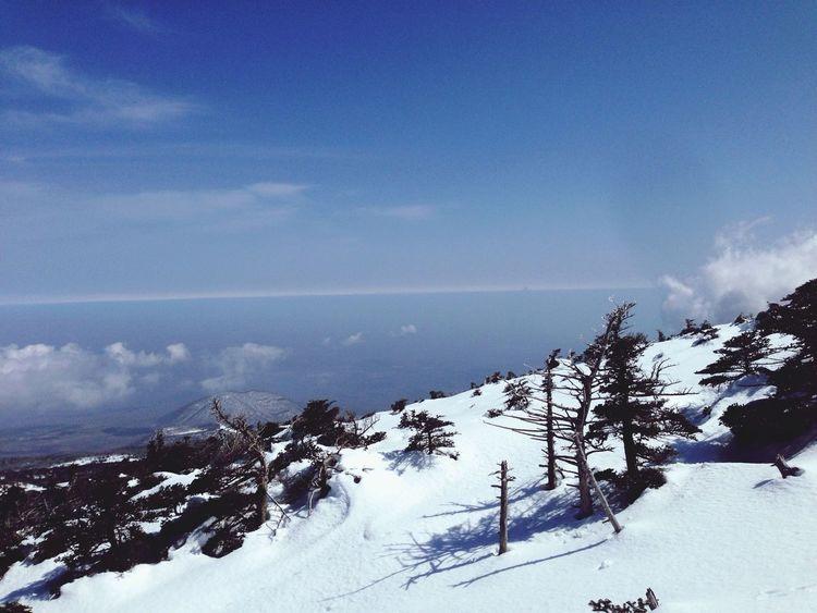 Snow mountain & sealine