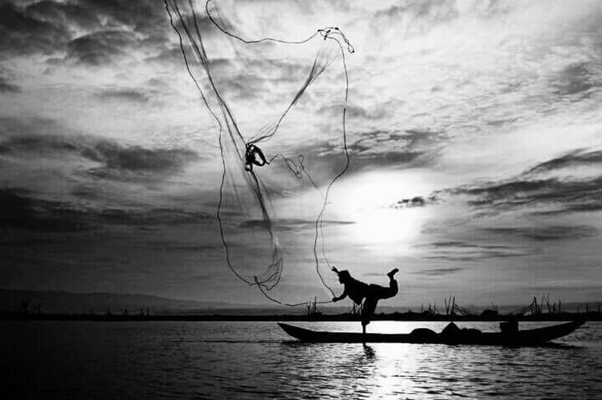 Fishing Boat Fishing Man Sunset Cloud - Sky Sea Water Catching Photography Black & White Streamzoofamily Italy🇮🇹 EyeEm Gallery
