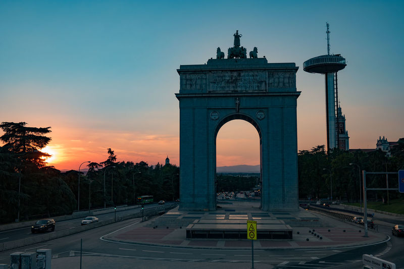 Arch in Spain Arch Architecture Building Exterior Built Structure City Day Faro De Moncloa Faro De Moncloa Madrid Faro De Moncloa Y Arco De La Victoria History Madrid Madrid Spain Outdoors Sky Sunset Sunset_collection Travel Travel Destinations Tree Triumphal Arch