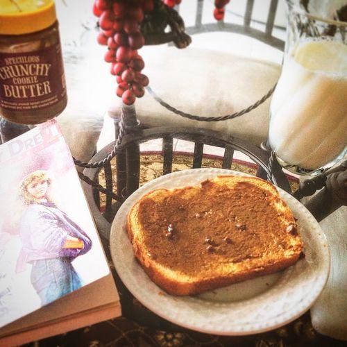Breakfast kanina ✌🏻️ Sandwich Withspeculoos Milk 😋 Like4like follow4follow
