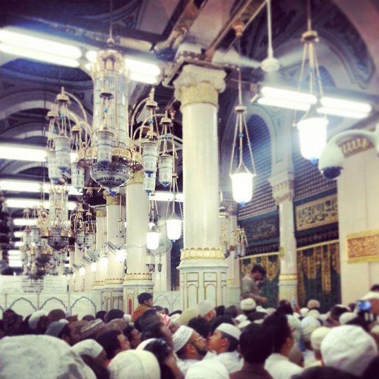 KSA Medinnah Ziarah Makam burial muhammad rasul friday shubuh glow full Mosque nabawi masjid lamp roof relief