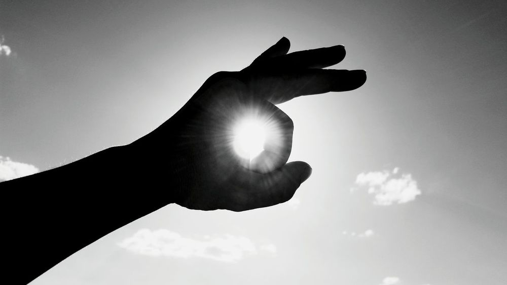Hand Hands Hands At Work Sun Sun Cercles Sun In Hand Sun In My Hand Hand Portrait Black And White Black And White Photography Black & White Sky And Halo Reflections Reflection Sun Sky Art Artistic Photo Artistic Expression Artistic Photography Minimalism Sun Light Sun Light Reflection Sun Shine Sun Light In Sky Backlight Backlight And Shadows