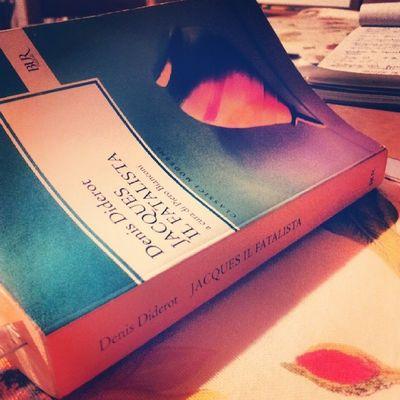 Era scritto lassù Tesi Studio Study Sto ancora leggendo mentre avrei giá dovuto cominciare a scrivere help me please