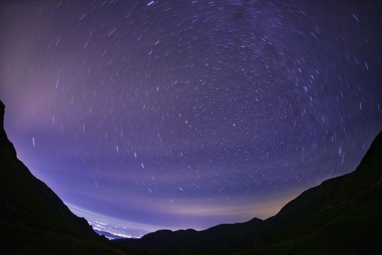 気だるい月曜日~💦今週もファイト😅 銀河鉄道の夜♪ 一目惚れんず Astronomy Galaxy Space Star Trail Milky Way Star - Space Constellation Mountain Star Field Long Exposure